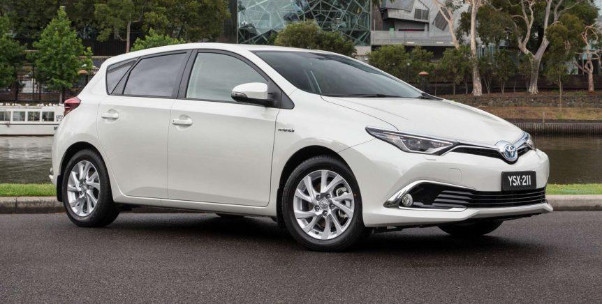 Toyota mejora el Corolla y amplía su estrategia híbrida 2016 toyota corolla hybrid pre production 02 862x436
