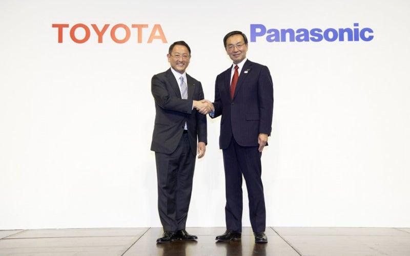Toyota y Panasonic desarrollarán conjuntamente baterías de bajo coste para coches eléctricos 2020020514051773277