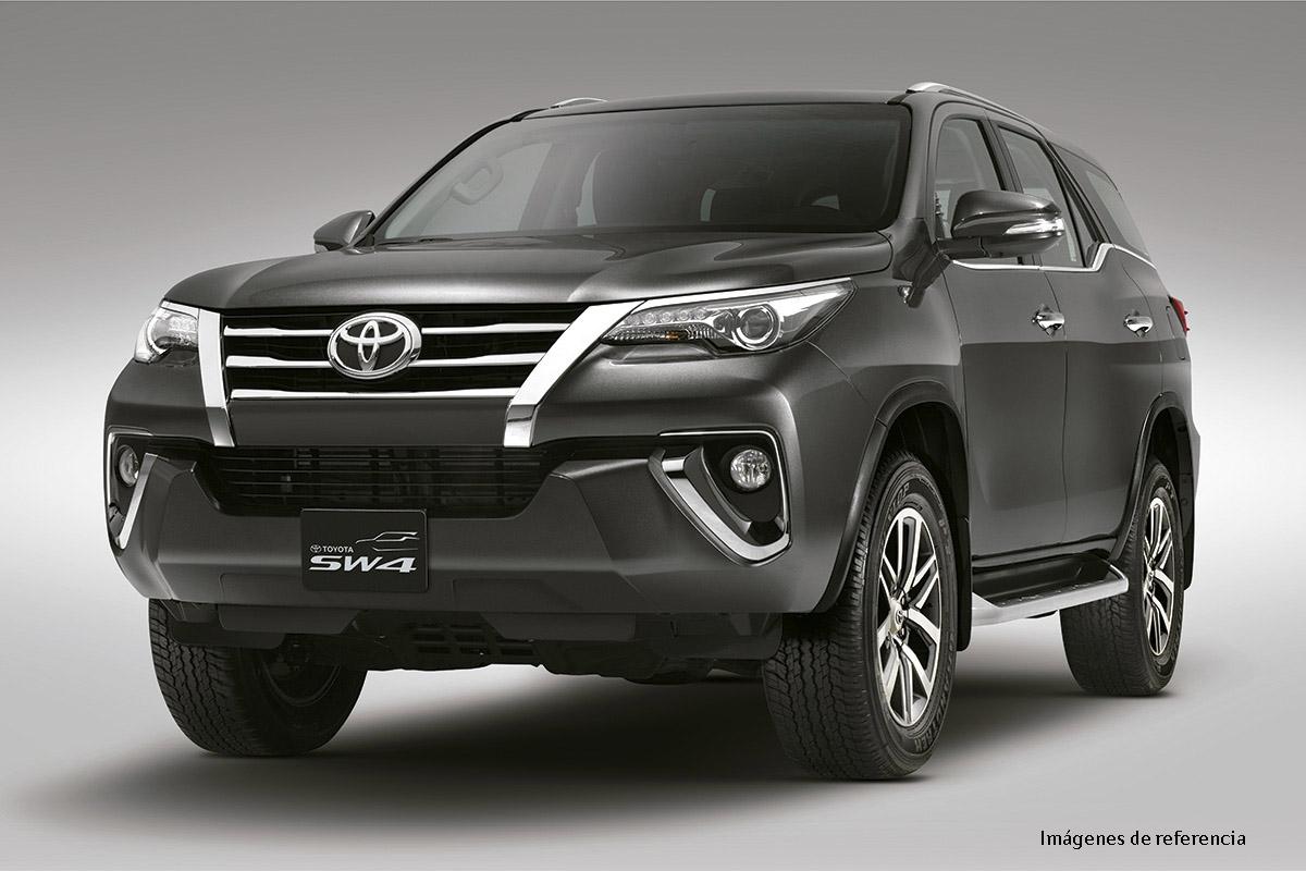 Toyota SW4 FORTUNER 7 8 DELANTERO