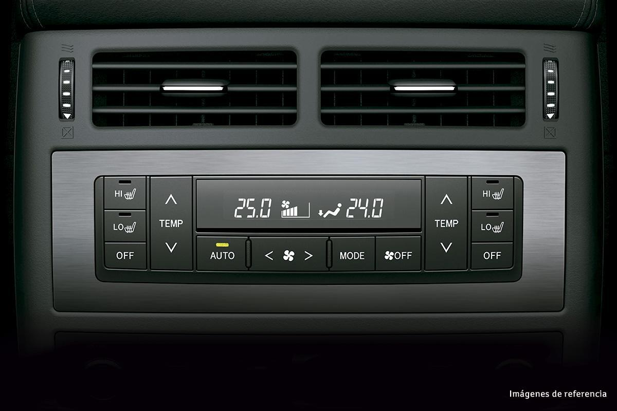 toyota land cruiser 200 Toyota LAND CRUISER 200 JW6094 H K gran 1