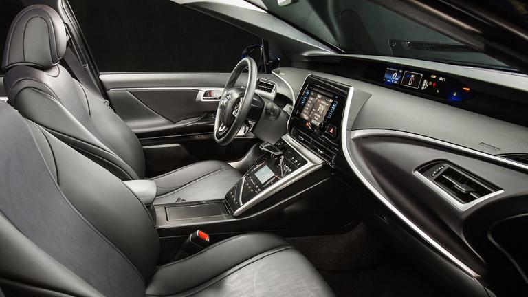 Este puede ser el primer coche de hidrógeno que le haga la vida difícil a Tesla Toyota Mirai amplitud interior tcm 1014 323769
