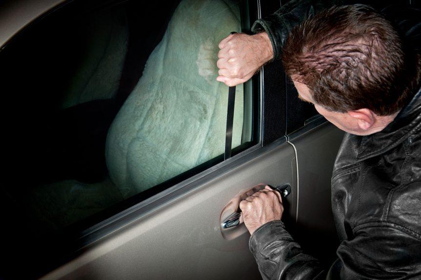 Toyota patenta un antirrobo con gas lacrimógeno automobile thief 7JSKT3M2 862x574