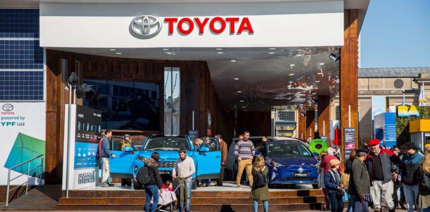 En la Exposición Rural Toyota presentó toda su gama de vehículos toyota mostro varios modelos entre   hsAF9x8rB 1256x620  1 862x426