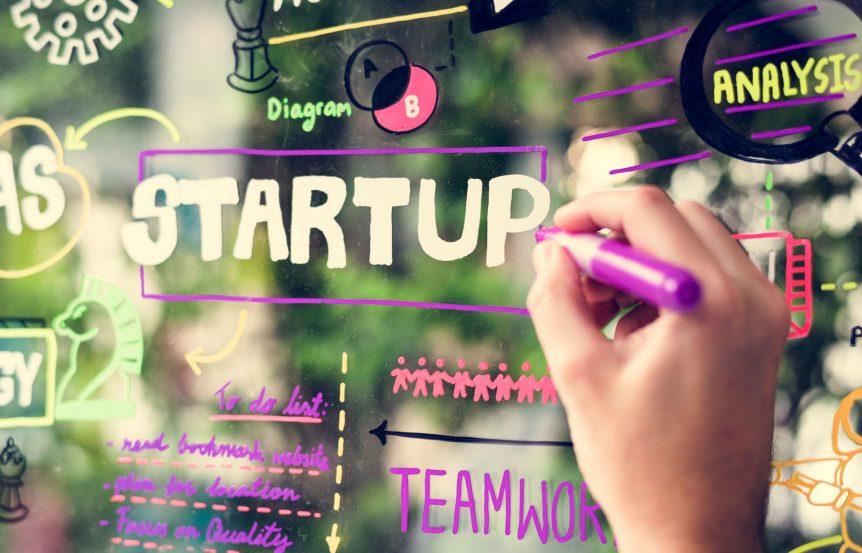 las 'startup' en medio de la cuarentena Las 'startup' en medio de la cuarentena brainstorming startup ideas on a window P8CM4J5 862x553