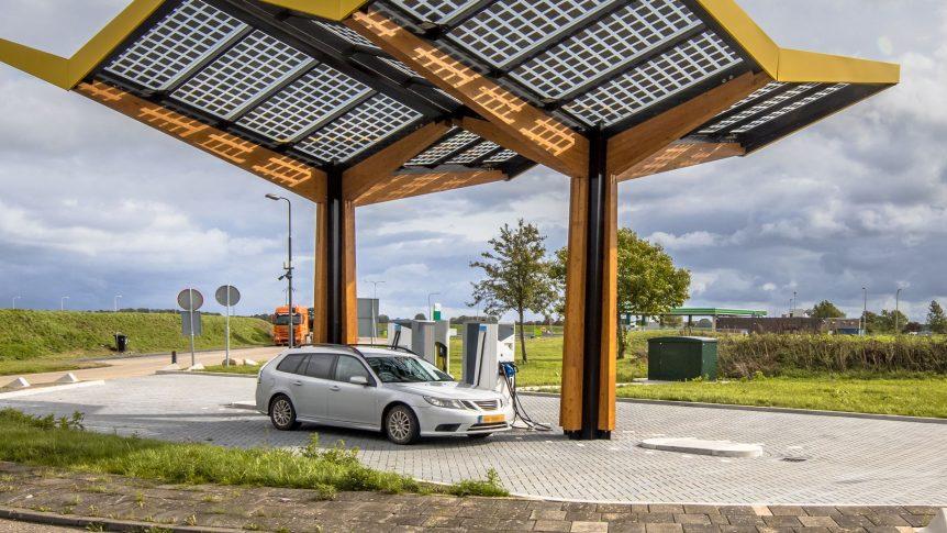 toyota alcanzó 15 millones de autos híbridos vendidos en todo el mundo Toyota alcanzó 15 millones de autos híbridos vendidos en todo el mundo electric car charging CFULGC5 862x485